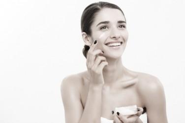 Pasos para limpiar tu rostro en casa.