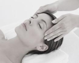 atractiva-joven-recibiendo-masaje-cabeza-centro-spa_13339-203195.jpg.jpg